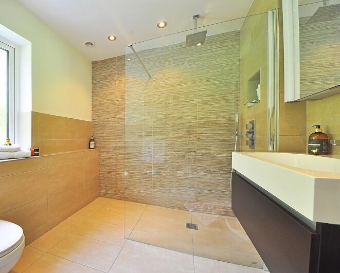 Vetro per le pareti della doccia